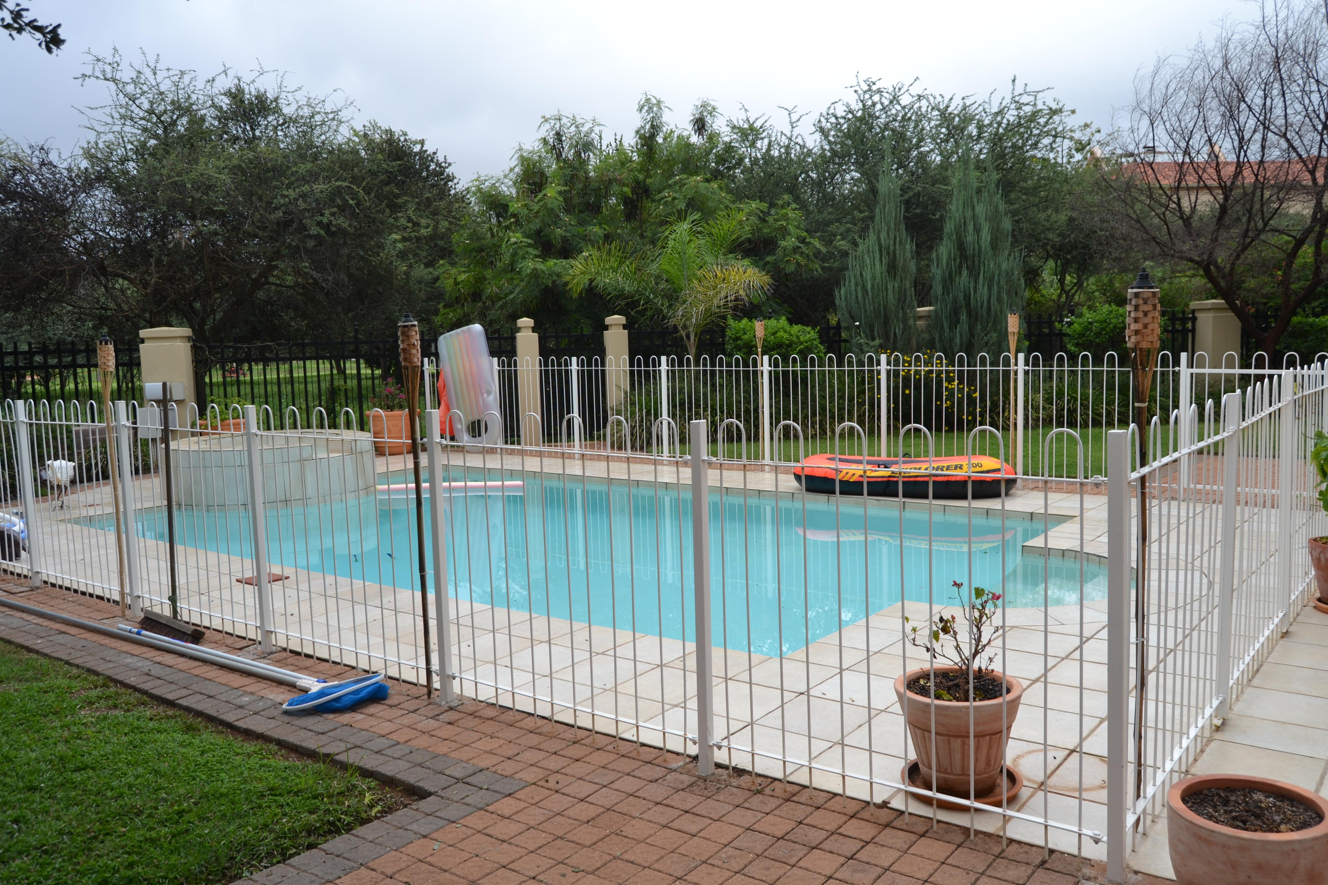 Elegant Swimming Pool Barrier Fence